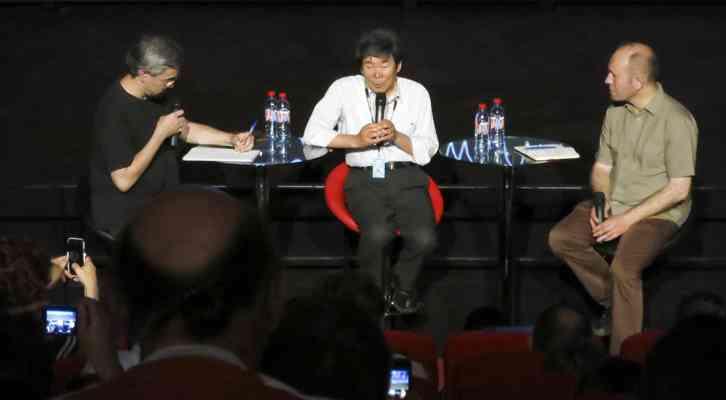 De izquierda a derecha, Ilan Nguyên, traductor, Isao Takahata y Xavier Kawa-Topor. Festival Internacional de Cine de Animación de Annecy 2014.