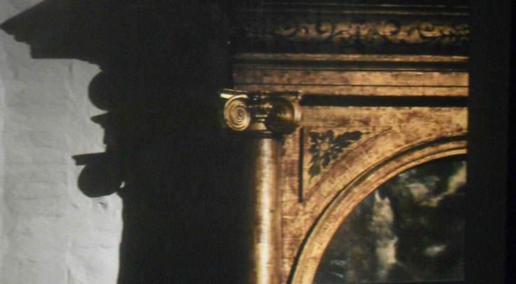 Fotografía de Joaquín Bérchez en la exposición 'El greco Architeto. Algo más que retablos'. Centro del Carmen.