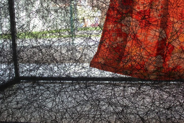 Detalle de 'State of being. Kimono dress', de Chiaru Shiota, pieza invitada en el Museo de Bellas Artes de Bilbao. Fotografía: Pilar Torres.