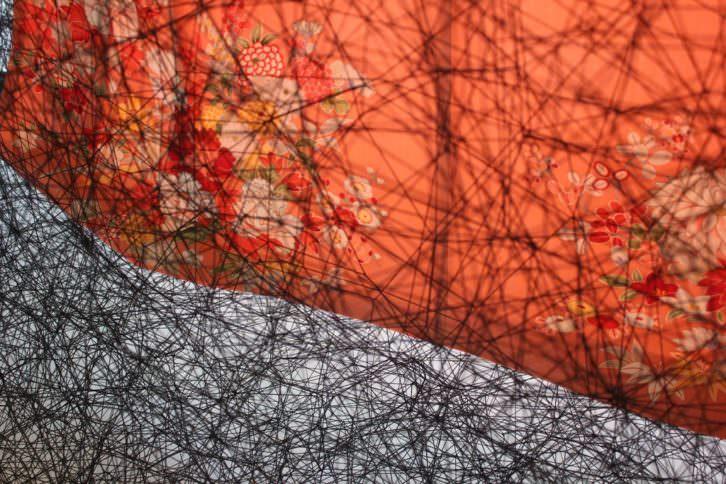 Detalle de la obra 'State of being. Kimono dress', de Chiaru Chiato, pieza invitada en el Museo de Bellas Artes de Bilbao.