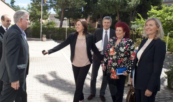 María José Catalá con Felipe Garín, Manuel Tomás, Rafael Ripoll, Consuelo Ciscar y Paz Olmos.