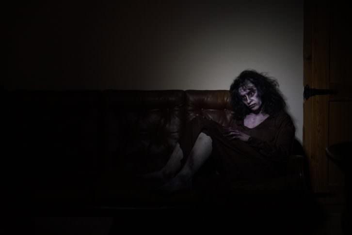 La modelo Alicia Rincón caracterizada como fantasma en la prueba del concurso Visual Talent en el Círculo de Bellas Artes de Valencia. Fotografía: Mario Marco.