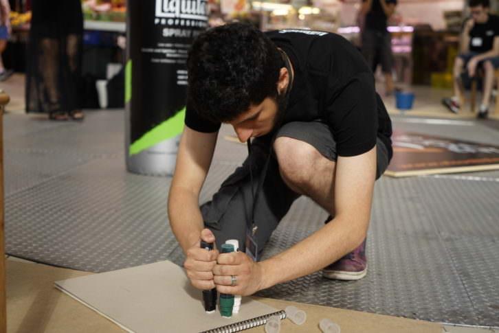Un joven durante la prueba de Visual Talent en el Mercado Central de Valencia. Fotografía: Mario Marco.