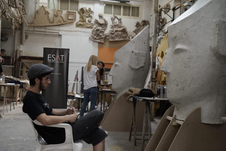 Uno de los finalistas de Visual Talent, en el taller de Manolo Martín. Fotografía: Mario Marco.