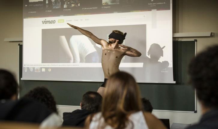 Performance de Eduardo Hurtado. Foto: Miguel Lorenzo.