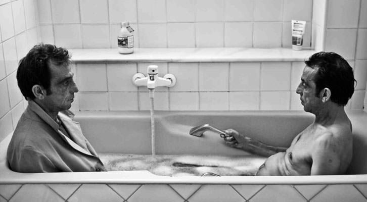 Fotografía de Ramón Espacio en la exposición 'A=A Ontopatía' en Imprevisual Galería. Imagen cortesía de Imprevisual.