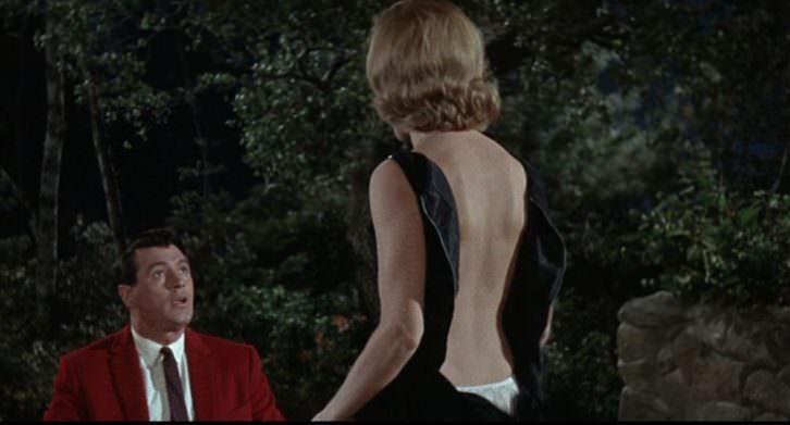 Rock Hudson y Maria Perschy en un fotograma de 'Su juego favorito', de Howard Hawks. Terraza de verano del MuVIM.
