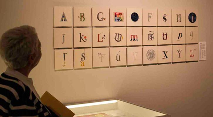 Imagen de la exposición sobre tipografía en el MuVIM. Imagen cortesía del MuVIM de la Diputación de Valencia.