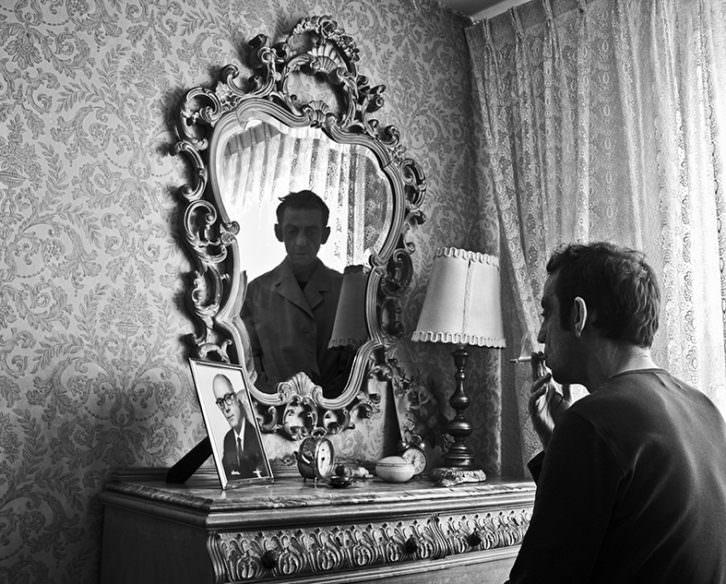 Fotografía de Ramón Espacio en la exposición 'A=A Ontopatía'. Imagen cortesía de Imprevisual Galería.