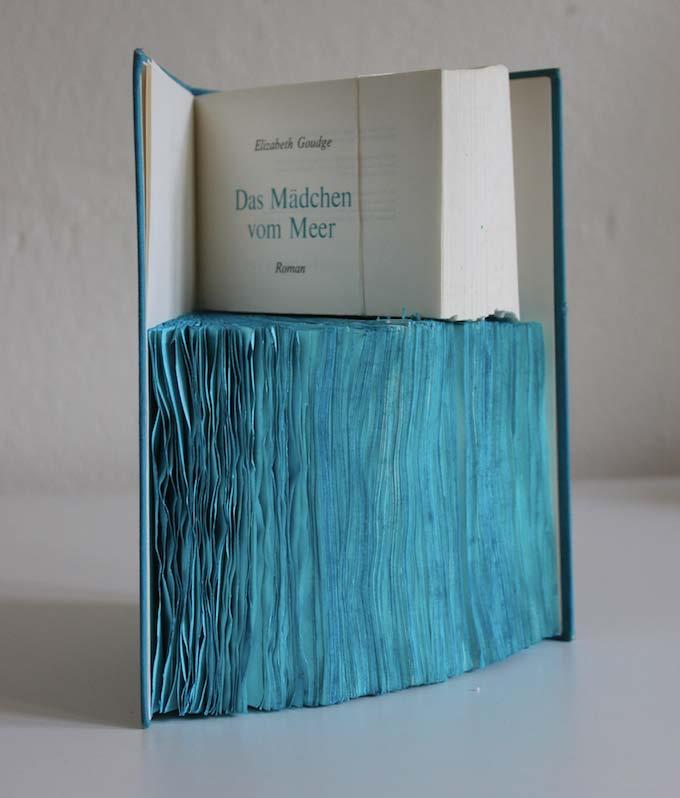 Anna Talens. Das Mädchen vom Meer (La niña del mar), 2013. Óleo sobre papel. 22 x 17 x 17 cm. Cortesía Galería Paz y Comedias.