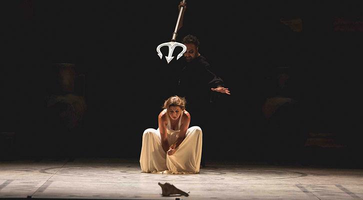 Una escena de la obra 'Medusa', de Sara Baras. Festival d'Estiu Sagunt a Escena. Imagen cortesía de la autora.