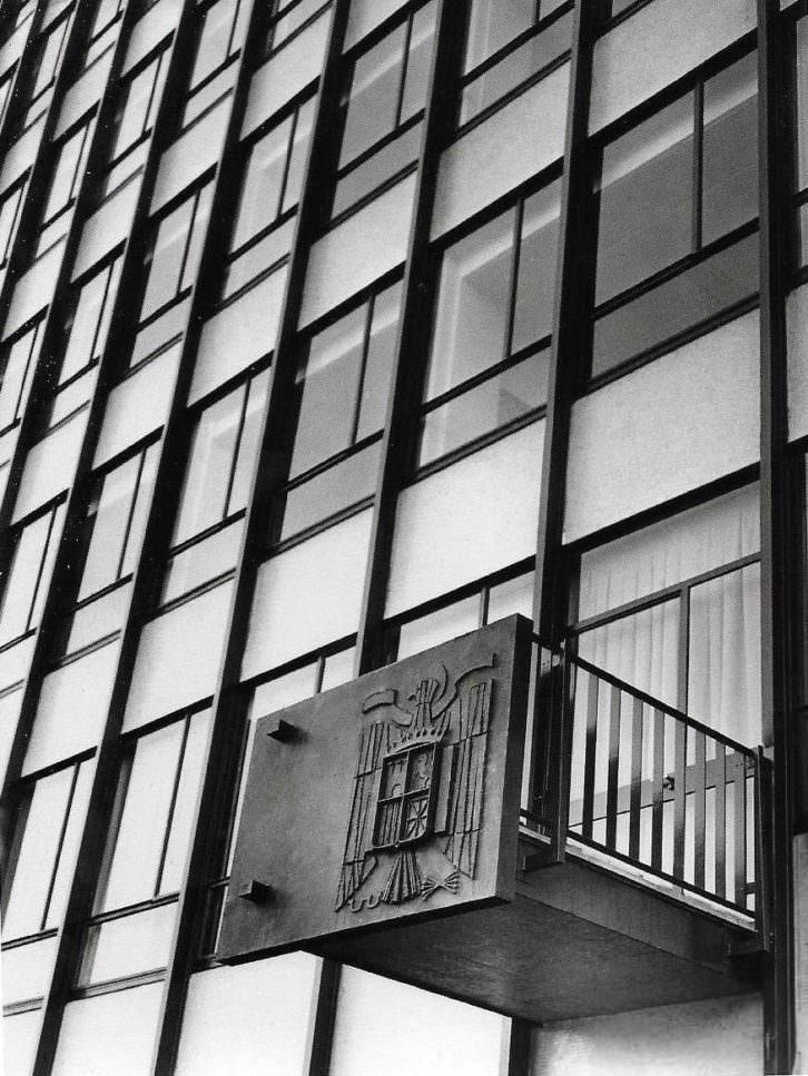 Finezas, Facultad de Derecho, de Fernando Moreno Barberá (Valencia, 1959)