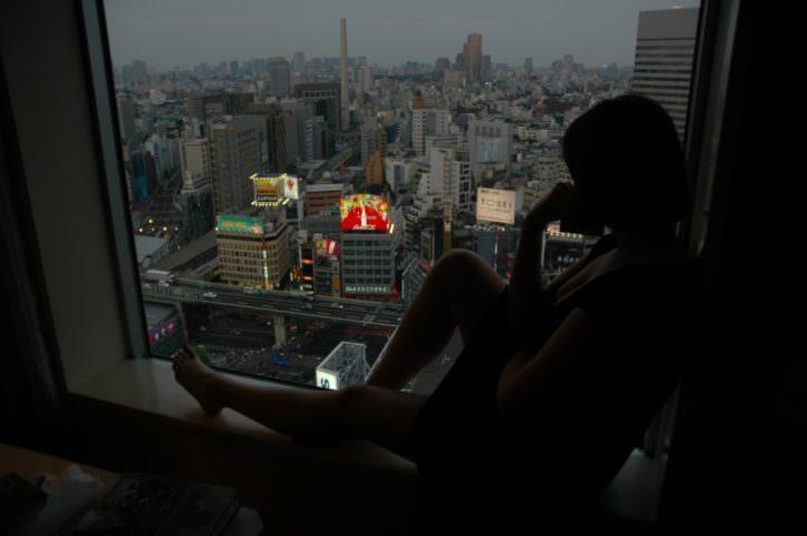 'Lost in Traslation' de Sofia Coppola, es una de las películas citadas en el libro 'Ciudades de cine'. Imagen cortesía de los autores.
