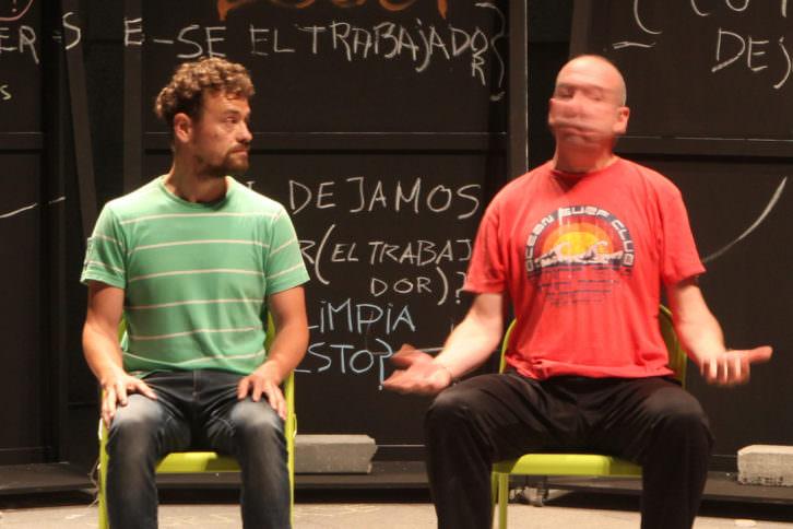Vicente Arlandis e Hipólito Patón, en plena ejecución fonética. Imagen cortesía de la compañía.