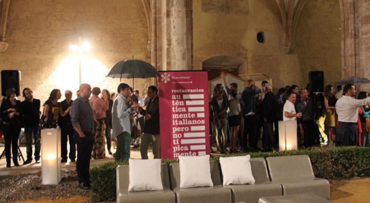 Ambiente durante la noche de entrega de los premios de Abierto Valencia 2014 en el Centro del Carmen. Imagen cortesía de la organización.