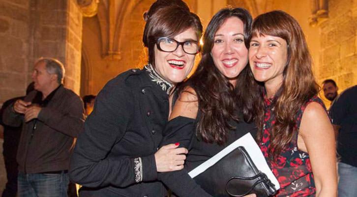 De izquierda derecha, las galeristas Elena Grunder, María Tinoco y Reyes Martínez.