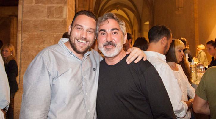 El fotógrafo Nacho López Ortíz (izda) y el reportero Tonino Guitian.