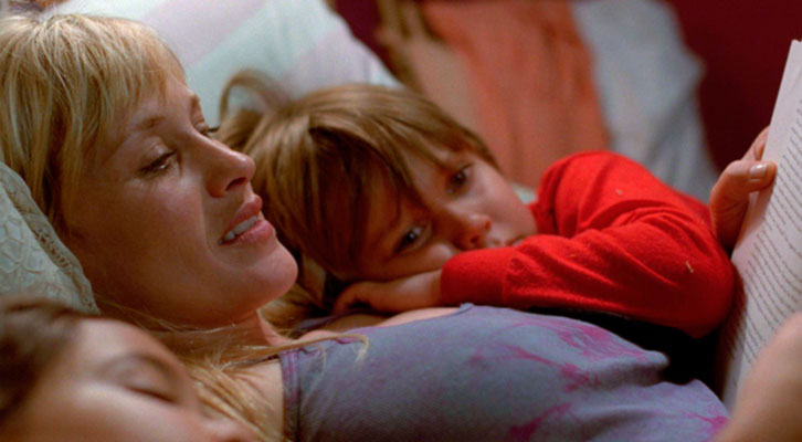 Patricia Arquette, en el medio, junto a Ellar Coltrane y Lorelei Linklater en 'Boyhood', de Richard Linklater.