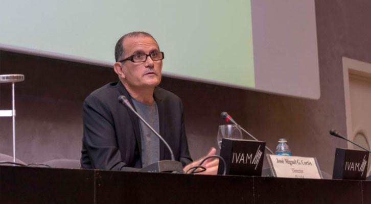 El director del IVAM, José Miguel García Cortés, en un momento de su intervención ante los medios. Imagen cortesía del IVAM.
