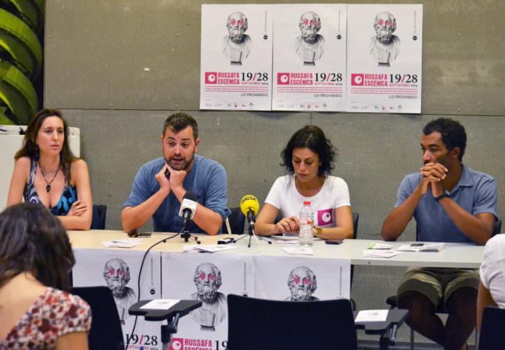 De izquierda a derecha, Ana Sanahuja, Jerónimo Cornelles, María Poquet y Ximo Rojo, durante la presentación de Russafa Escènica. Imagen cortesía de los organizadores.