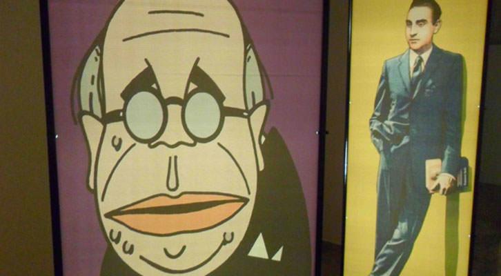 En primer plano, Manuel Azaña, del ilustrador Micharmut, con Francisco Ayala al fondo, obra de Juan Miguel Aguilera, en la exposición 'EX.IL exiliados e ilustrados' de La Nau.