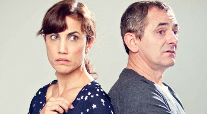 Toni Acosta e Iñaki Miramón, protagonistas de 'De mutuo desacuerdo', de Quino Falero. Imagen cortesía de Teatre Talia.