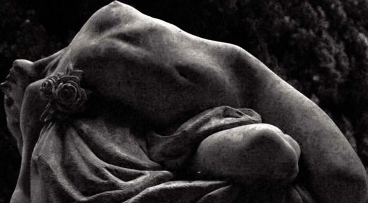 Fotografía de Mario Pardo para la exposición 'Polvo serán, mas polvo enamorado'. Imagen cortesía del Palacio de los Condes de Gabia de la Diputación de Granada.