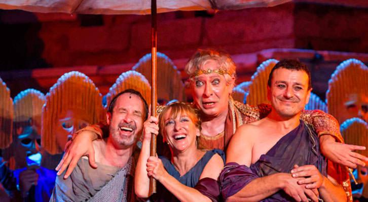 Escena de 'Pluto', de Aristófanes, bajo la dirección de Magüi Mira, en el Festival d'Estiu Sagunt a Escena. Imagen cortesía de la autora.