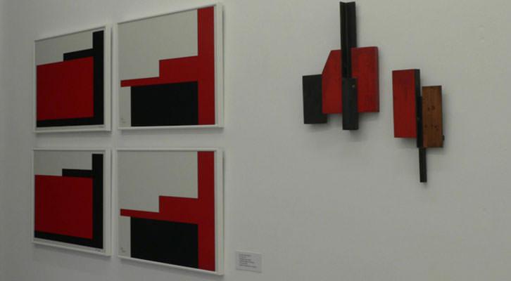 Obras de Sebastiá Miralles en la exposición 'De bon paper / Punt i apart'. Imagen cortesía de Walden Contemporary.