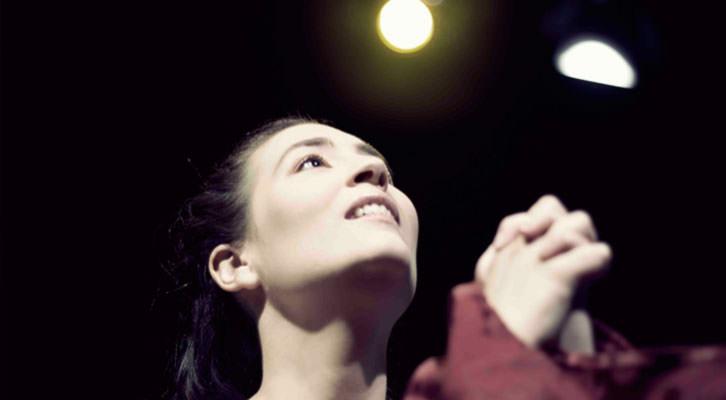 Blanca Beneito en una escena de 'Teresa de Ávila', de Enrique Belloch. Imagen cortesía de Teatre Talia.