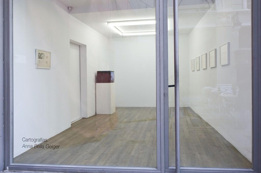 """Obra de Anna Bella Geiger para la exposición """"Cartografías"""". Foto de Roberto Ruiz. Imagen cortesía de la galería NoguerasBlanchard."""