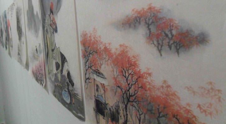 Obras de He Zhihong en la exposición de la Galería Charpa de Valencia.