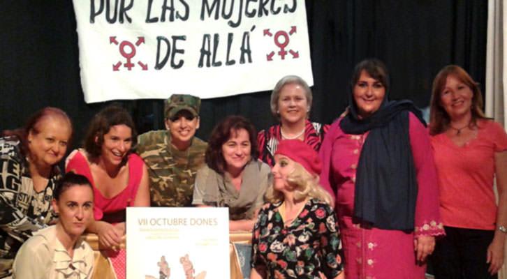 Responsables y participantes de Octubre Dones. Imagen cortesía de Dones En Art.