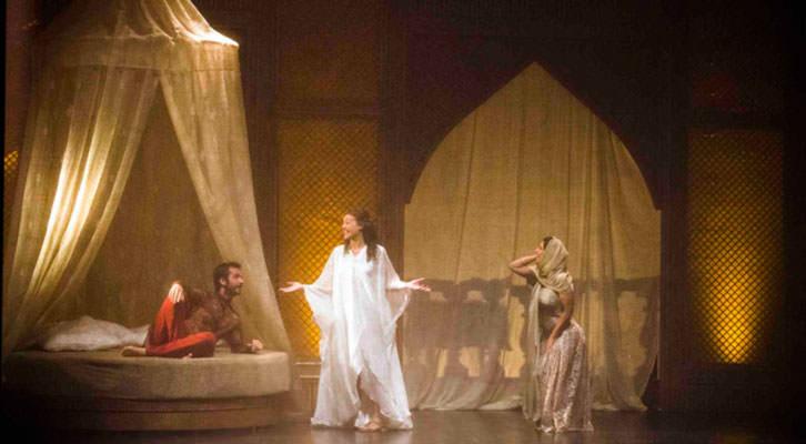 Una escena de 'Les 1001 Nits', de Vicent Vila, en el Escalante. Imagen cortesía de Escalante Centre Teatral de la Diputación de Valencia.