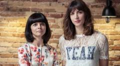 Inma García (izquierda) y Meritxell Barberá, directoras del Festival 10 Sentidos, en Lotelito durante los Desayunos Makma. Fotografía: Lola Alarcó.