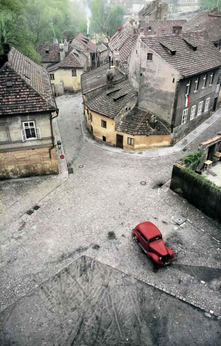 'Praga' de Franco Fontana en la exposición 'Paisaje urbano en la colección del IVAM'. Imagen cortesía del IVAM.