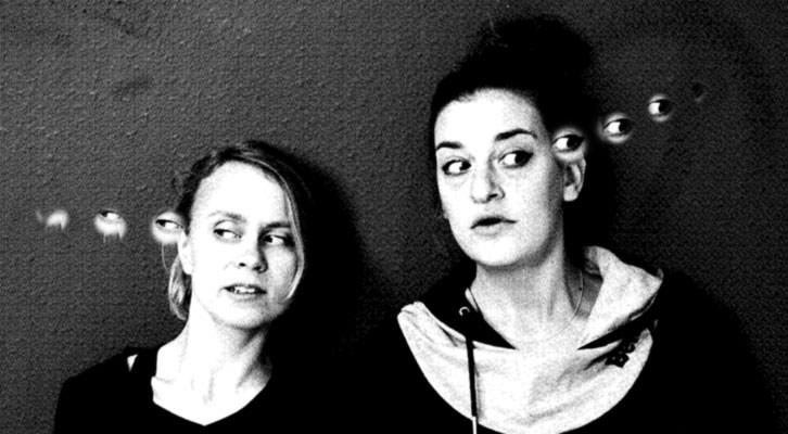 Anna Kurikka y Sara Gumbretch protagonizan la obra 'Esto a Freud le encantaría', en el Teatro Extravagante de Radio City. Imagen cortesía de Radio City.