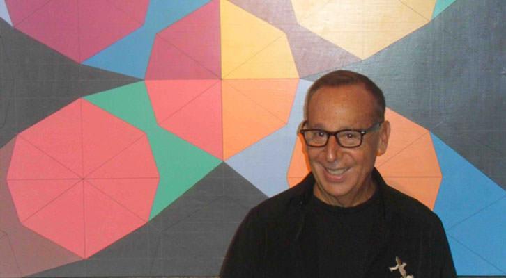 Javier Calvo, ante una de sus obras en la Fundación Chirivella Soriano.
