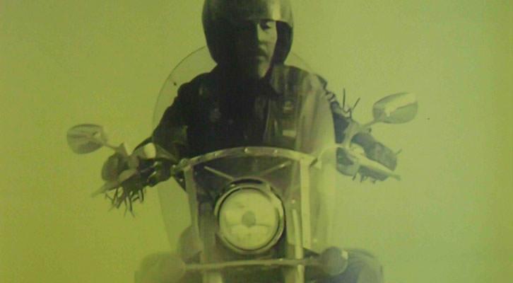 Detalle del cartel de la exposición 'En Moto!', en el MuVIM.