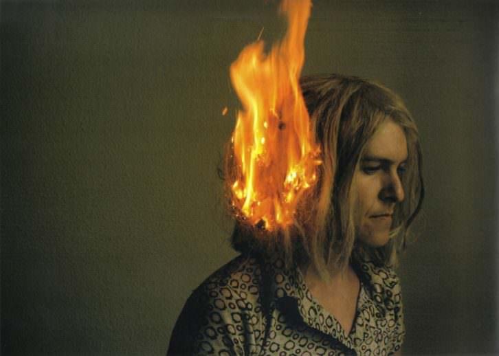 Olga Diego. Serie Fuego. Fuego en la cabeza, 2007. Videoacción. Asistencia en la fotografía Andrés Rubio. Cortesía de la artista.