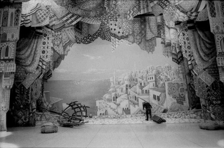 Fotografía de Andrea Santolaya en la exposición 'Cartes de visite' del Palau de la Música de Valencia. Imagen cortesía de la autora.