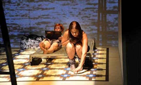 Y si hablaran de nosotras en la VI Muestra de Teatro Extravagante. Imagen cortesía de Radio City.