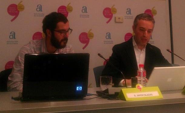 Javier Palacios y José Luis Pérez Pont en un momento de la entrevista, en el Instituto Alicantino de Cultura Juan Gil-Albert.
