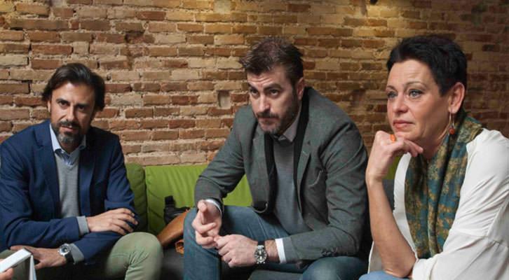 De izquierda a derecha, Vicente Vañó, Álex Vila y Esther Castellano, en un momento de los Desayunos Makma de Lotelito. Fotografía: Fernando Ruiz.