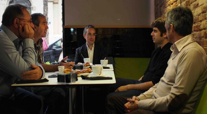 De izquierda a derecha, Gonzalo de Zárate, Salva Torres, José Luis Pérez Pont, Carlos Madrid y Vicente Chambó, en un momento de los Desayunos Makma de Lotelito. Fotografía: Gala Font de Mora.