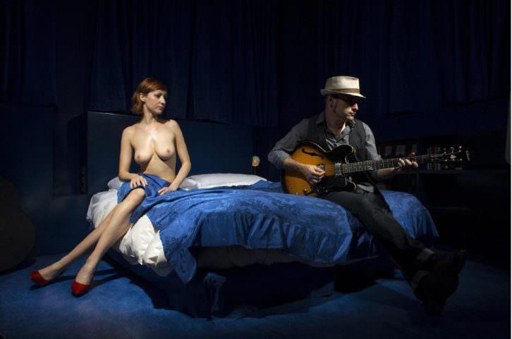 Fotografía de Óscar Vázquez Chambó en la exposición 'Jarka is a blues for a night', en el Museo de los Soldaditos de Plomo, dentro del festival Intramurs. Imagen cortesía del autor.