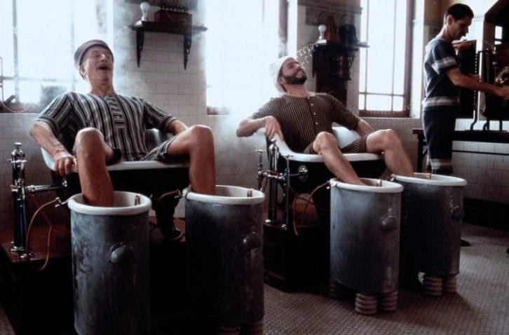 Fotograma de 'El balneario de Battle Creek', de Alan Parker. Cine en los Baños del Almirante.