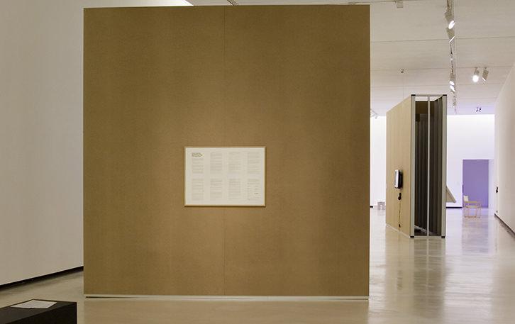 Instalación de la muestra 'El Contrato', de Bulegoa, en Alhóndiga Bilbao. Imagen cortesía de las organizadoras.