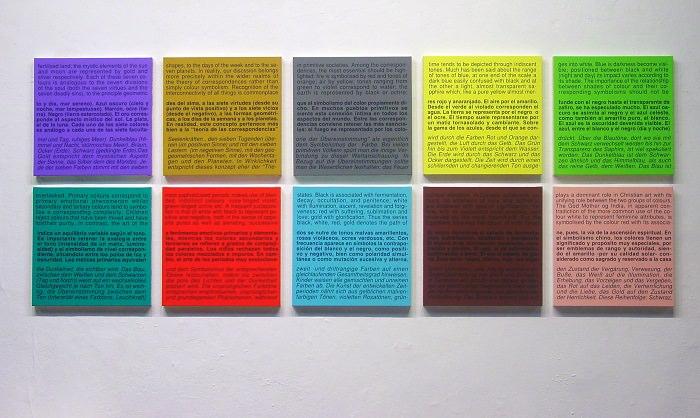 Carta de colors (Teoria) II [Carta de colores (Teoría) II], 2009. Acrílico y vinilo sobre tela. Diez piezas de 50 x 50 cm cada una. Imagen cortesía de la Fundació Joan Miró.