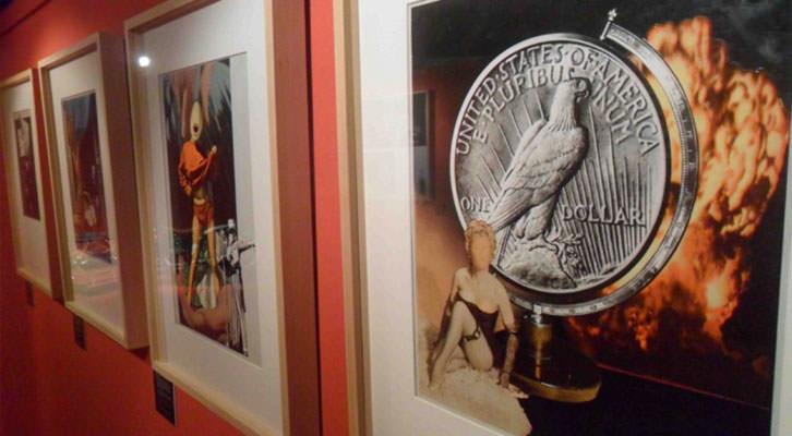 Obras de Josep Renau en la exposición 'Barras y estrellas. Los valencianos y los Estados Unidos', en el Museu Valencià d'Etnologia.